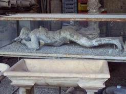 Funde und Ausguss von Hohlraum eines Opfers in Pompei
