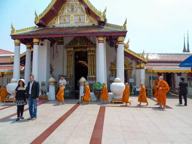 Kindermönche am Wat Phra Si Rattana Mahathat