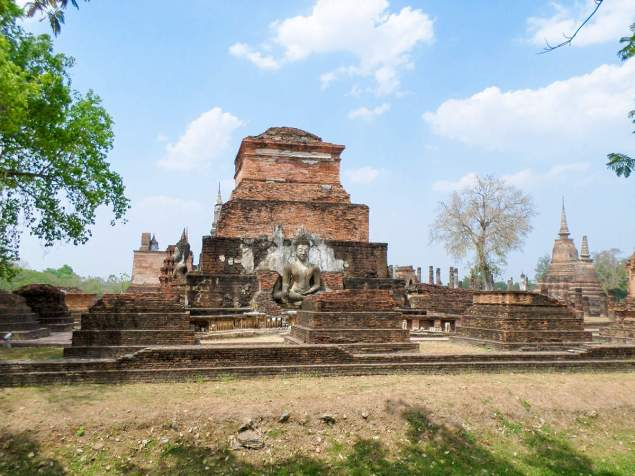 Ruinen am Wat Mahathat in Sukhothai