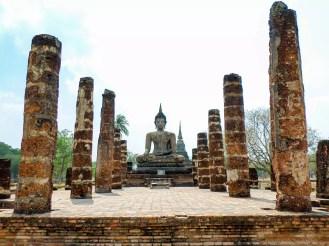 Der große sitzende Buddha von Wat Mahathat in Sukhothai