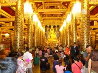 Im Wat Phra Si Rattana Mahathat Tempel