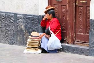 Hutverkäufer auf der Straße in Arequipa