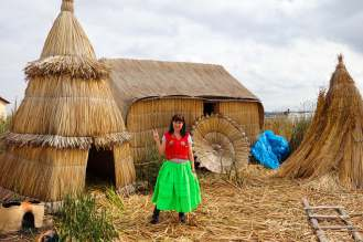 Kleidungprobe auf der Uros Insel