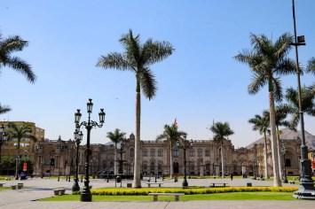 Plaza de Armas mit dem Regierungspalast in Lima