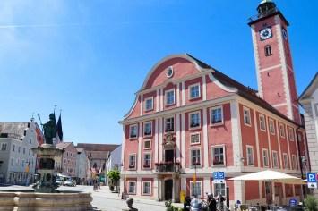 Rathaus und Willibaldsbrunnen in Eichstätt