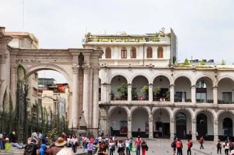 Rooftop Bar mit Blick über die Kathedrale auf dem Plaza de Armas in Arequipa