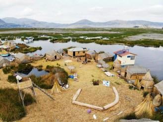 Schwimmende Insel auf dem Titicacasee_peru