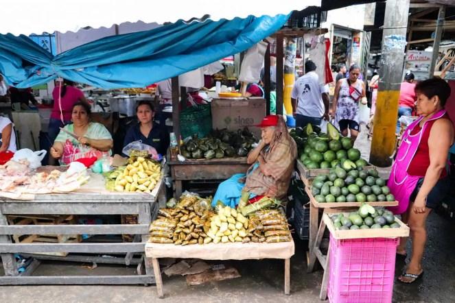 Obstverkäufer auf dem Belén Markt in Iquitos