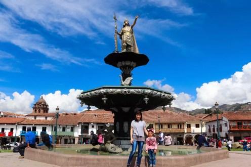 Plaza de Armas: Brunnen mit Pachacutec