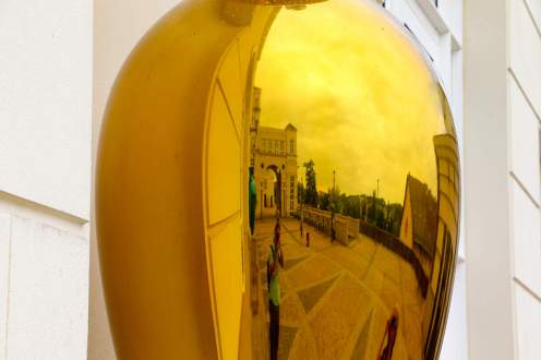 Gelbe Vase beim Palais de Justice in Luxemburg
