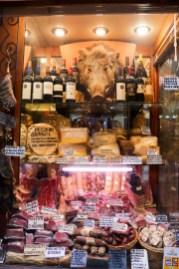 Laden mit Fleisch, Käse und Wein in Orvieto