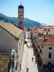 Die größte Hauptstraße (Stradun) in der Altstadt von Dubrovnik