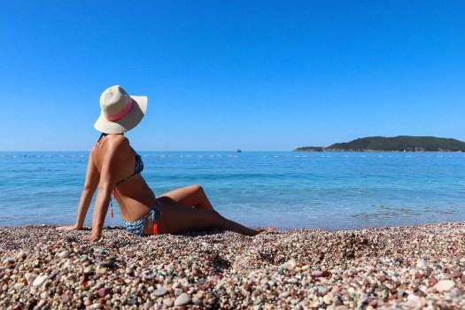 Auf dem Kamenovo Beach