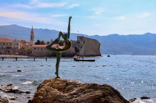 Statue der Balletttänzerin in Budva