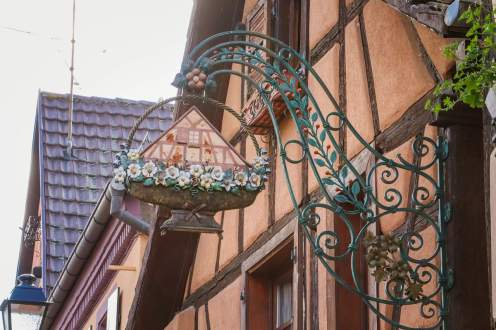 Verziertes Aushängeschild Turckheim