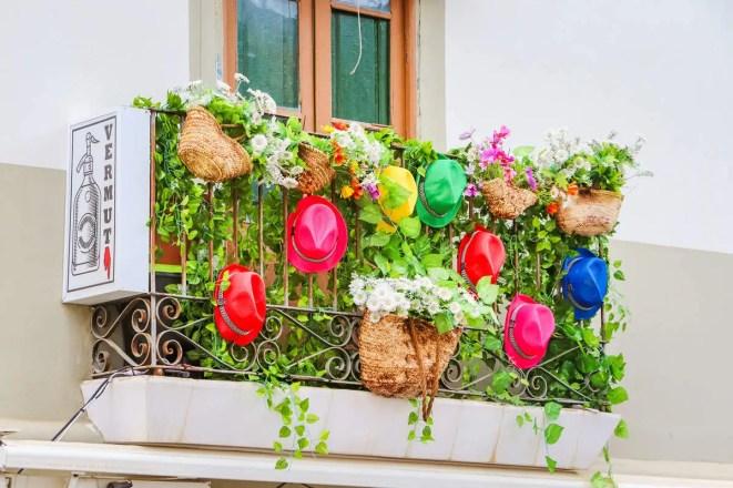 Bunter Balkon auf Ibiza