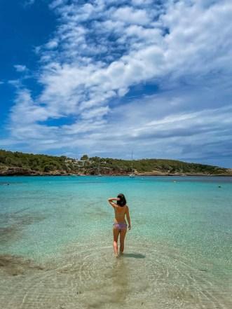 Auf dem schönen Strand Playa de Portinatx