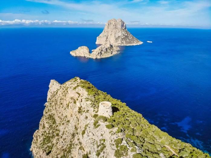 Torre des Savinar sitzt auf der Bergspitze