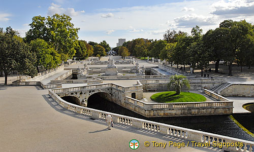 Jardins de la fontaine fountain gardens n mes attractions for Le jardin zen nimes