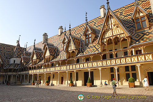 hospices de beaune h tel dieu beaune sightseeing. Black Bedroom Furniture Sets. Home Design Ideas