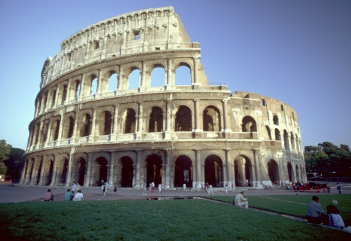 a spectators experiences at the roman coliseum Explore the bloody history of the colosseum - one of rome's most famous stuctures discover how it was built spectator experience.