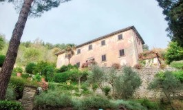 A Sidetrip to See Frances Mayes' House Under the Tuscan Sun