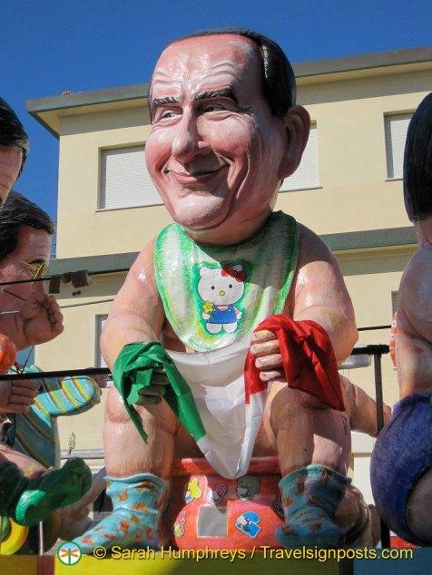 Silvio Berlusconi on.... a potty? - Viareggio Carnival