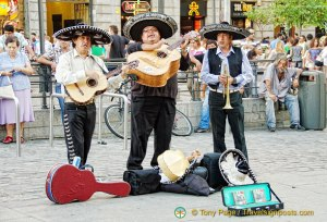 Entertainment on Puerta del Sol