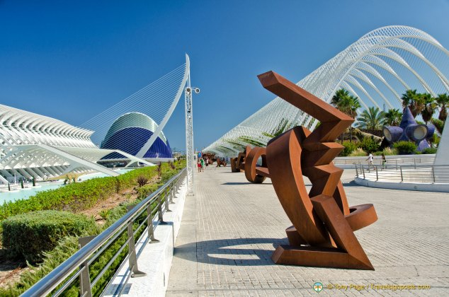 """"""" Walk of Sculptures"""" with """" L'Umbracle"""" to the right"""