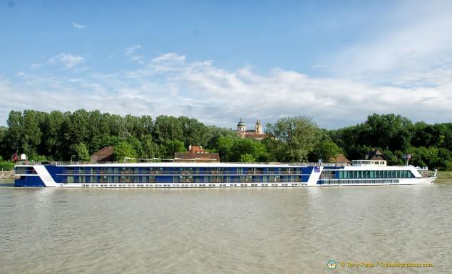 APT Amabella riverboat