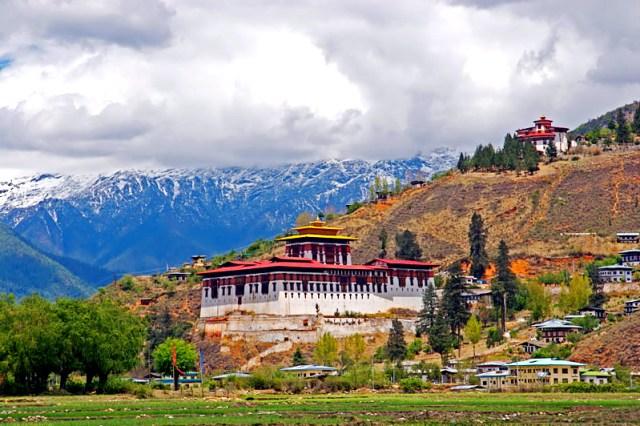 Cloud-hidden,_whereabouts_unknown_(Paro,_Bhutan)