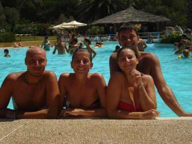 in piscina al camping le capanne