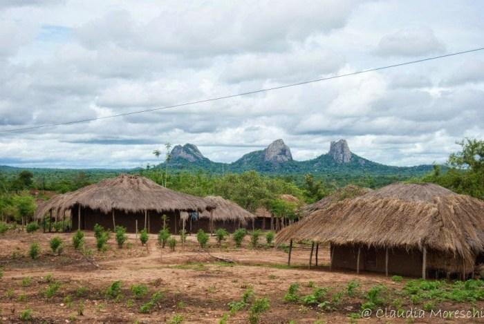 Gli inselberg di cui è punteggiato il Mozambico del nord
