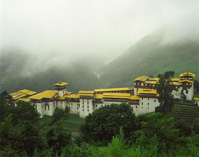 Trongsa Dzong (By Christopher Fynn, via Wikimedia Commons)
