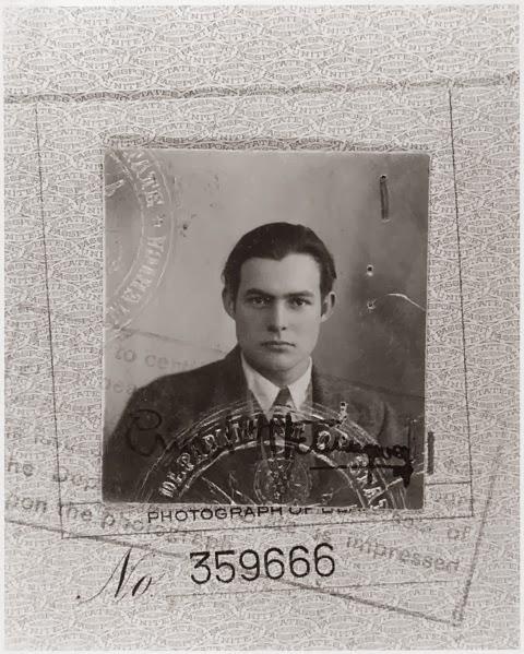 La foto del passaporto di Ernest Hemingway