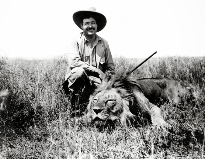 Ernest_Hemingway_on_safari,_1934