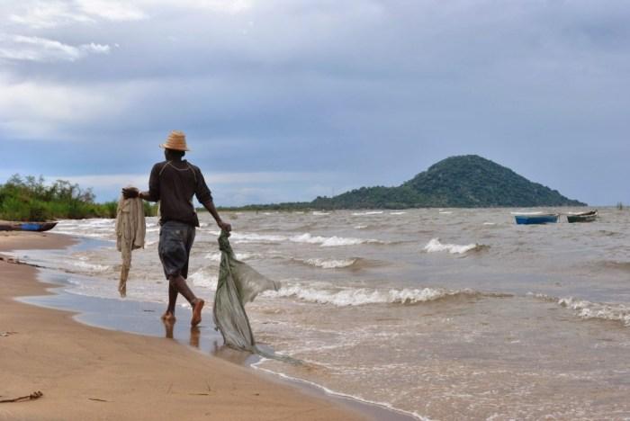 pescatore-lago-malawi