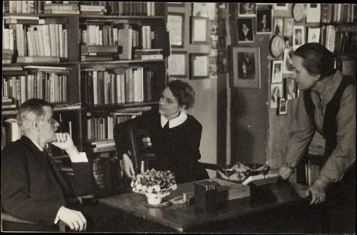 James Joyce e Sylvia Beach alla libreria Shakespeare & Co.