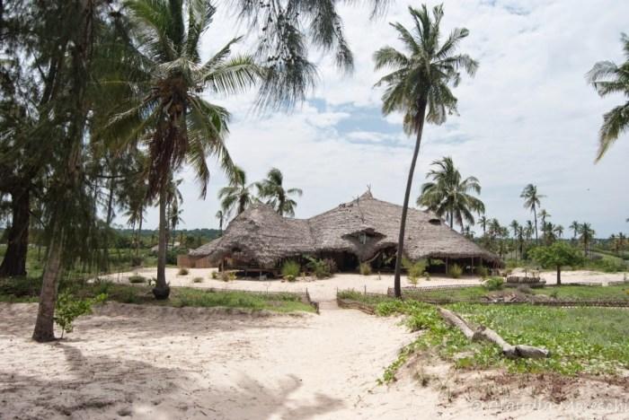 La veranda-ristorante del nostro lodge sulla spiaggia