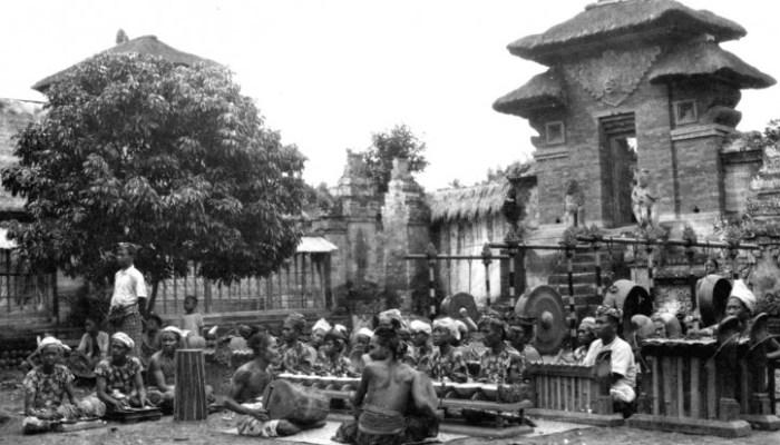 Ensemble di gamelan a Bali (anni '40)