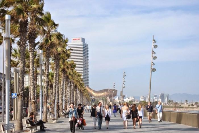 Sul lungomare verso la Barceloneta
