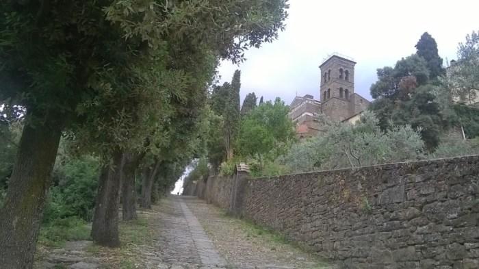 La Via Crucis che sale alla Basilica di Santa Margherita