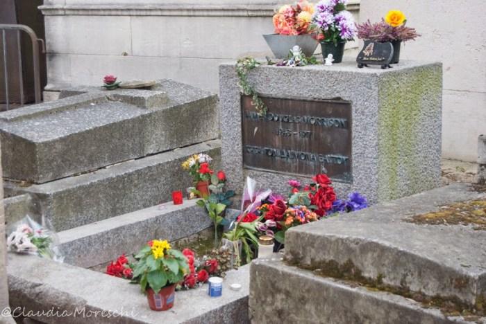 La tomba di Jim Morrison nel cimitero di Pére-Lachaise