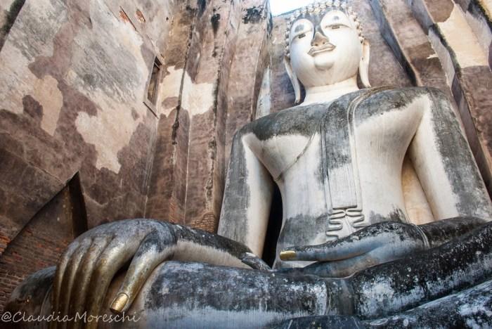 Il Buddha del Wat Si Chum in tutta la sua bellezza