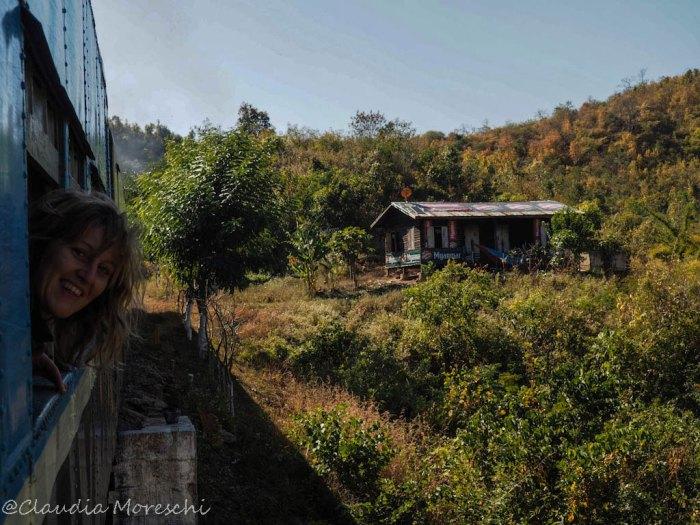 In treno in Birmania