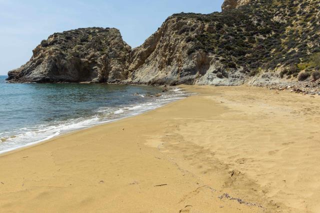 Παραλία Κατσούνι, Ανάφη