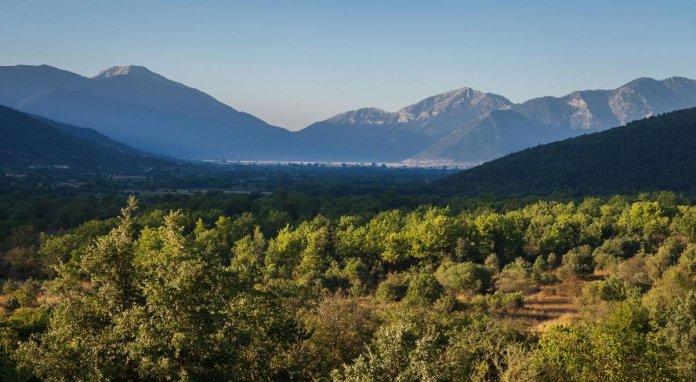 Κάμπος Φενεού Ελβετία Ελλάδας πράσινο τοπίο