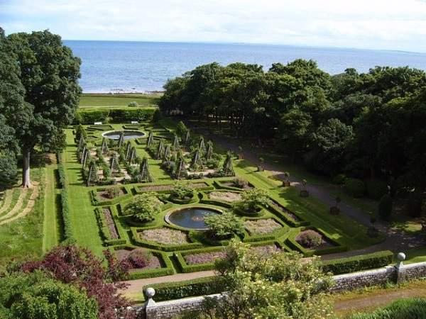 gardens at dunrobin castle