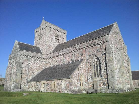 visit iona abbey