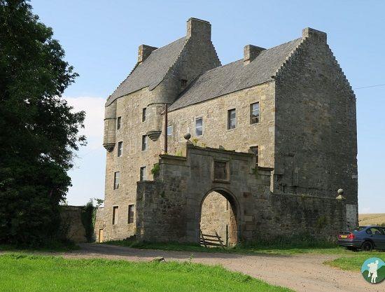 lallybroch midhope castle things to do around edinburgh outlander.